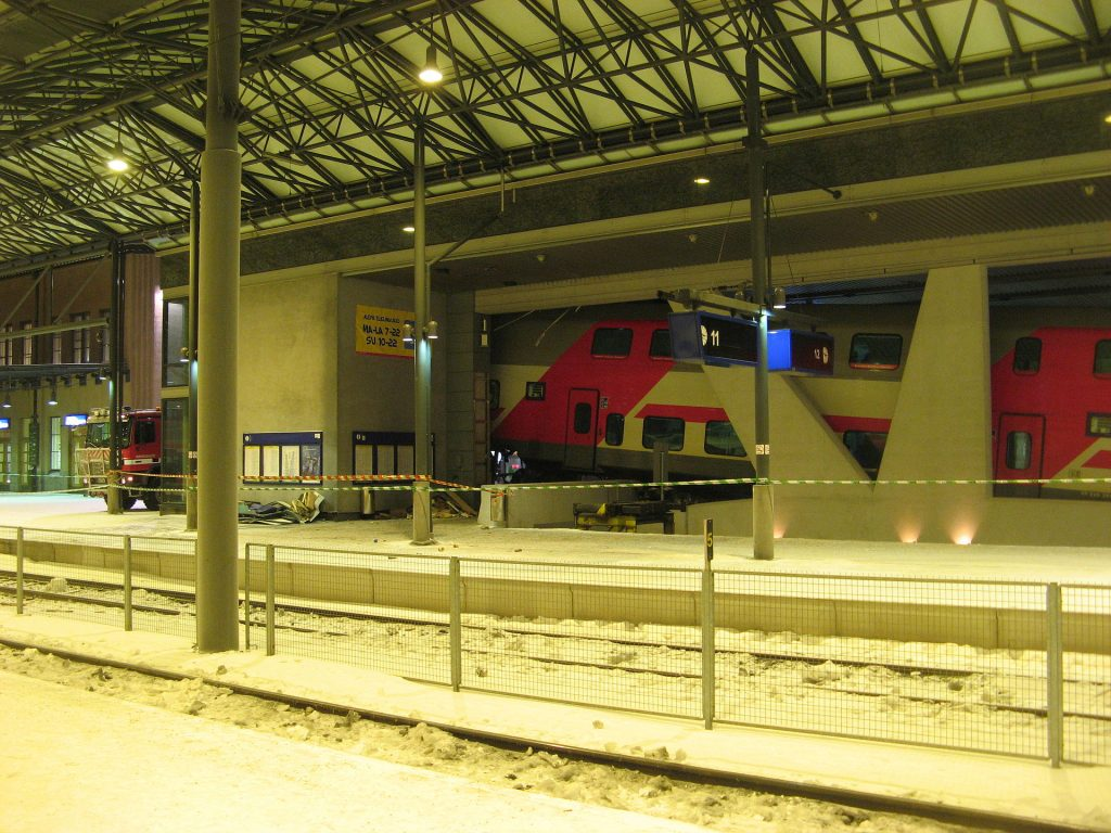 This image has an empty alt attribute; its file name is 2010-01-04_Helsinki_train_accident_carriages-1024x768.jpg